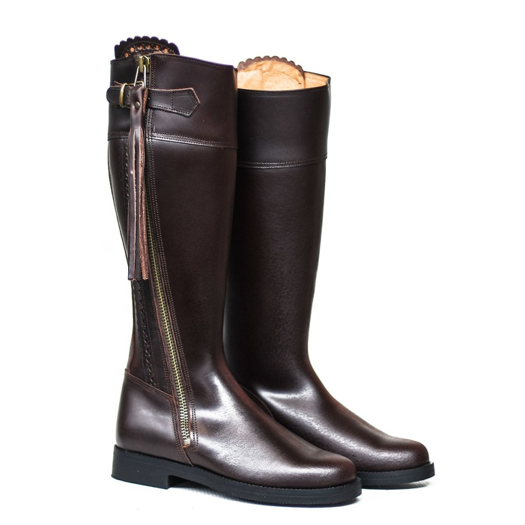 BOOT WITH ZIPPER AND PLAIN SOLE